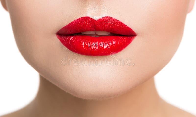 O close up da beleza dos bordos, mulher compõe e batom vermelho imagens de stock royalty free