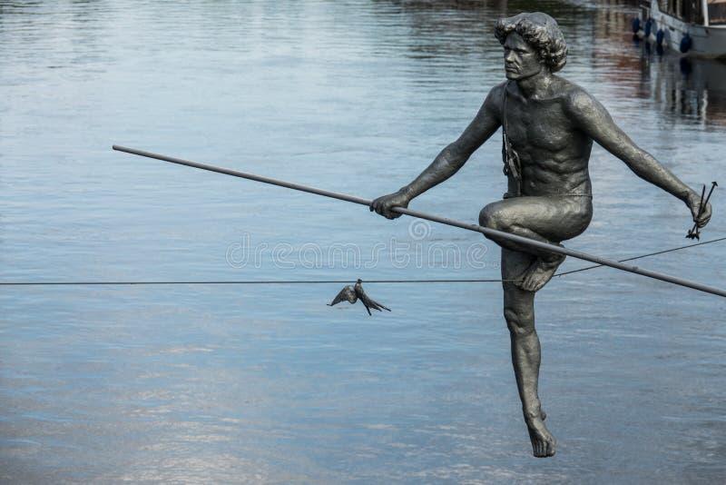 O close up da escultura do equilibrista foto de stock