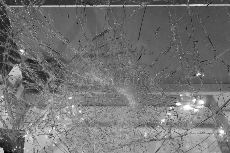 O close up da quebrou de vidro/preto e branco fotografia de stock