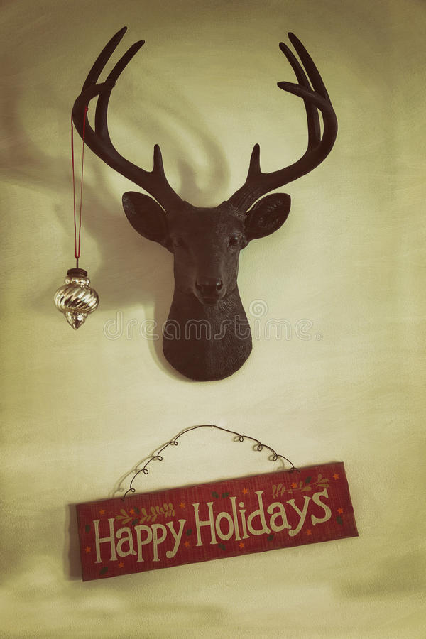 O close up de cervos montados dirige com ornamento do Natal fotografia de stock royalty free