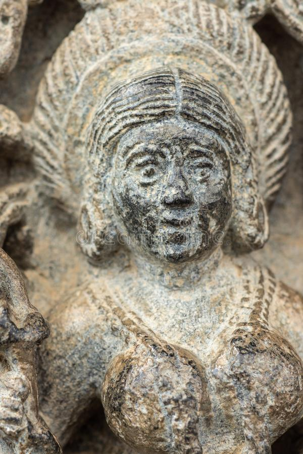 O close up de Devi Lakshmi enfrenta no templo de Chennakeshava em Belur, Índia imagens de stock royalty free