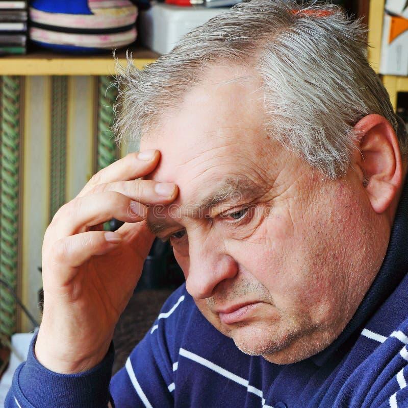 Retrato do homem idoso triste foto de stock royalty free