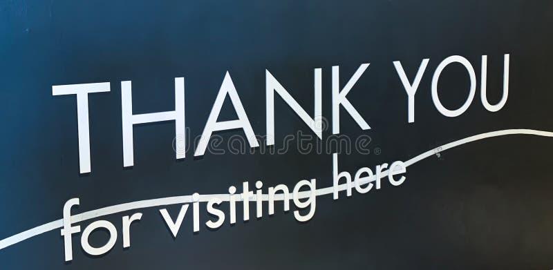 O close up do agradece-lhe para o sinal de visita imagens de stock royalty free