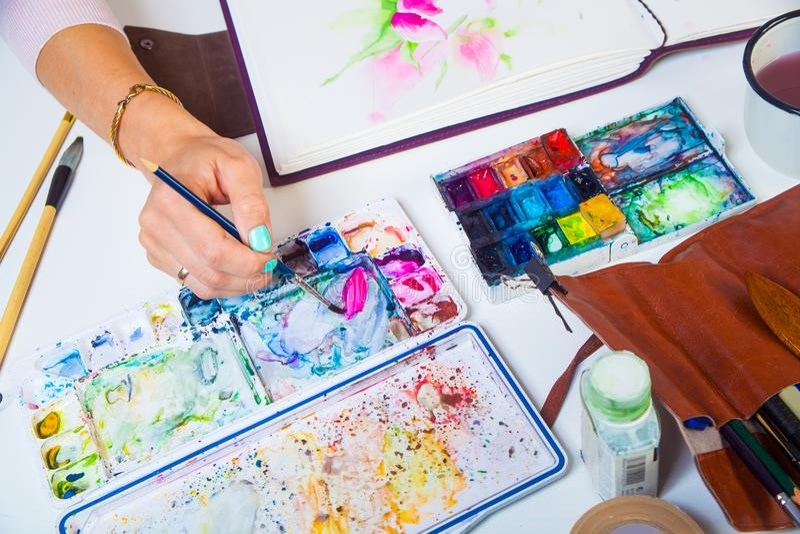 O close-up do artista tira imagens de stock