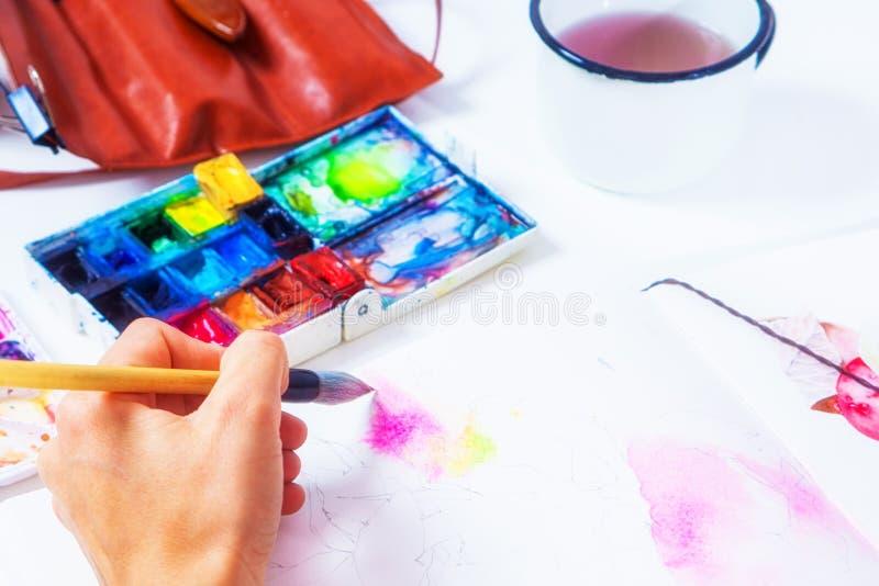 O close-up do artista tira foto de stock
