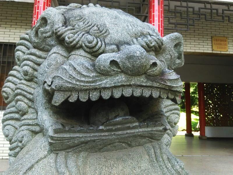 O close-up dos leões de pedra é uma mascote tradicional em China fotografia de stock royalty free