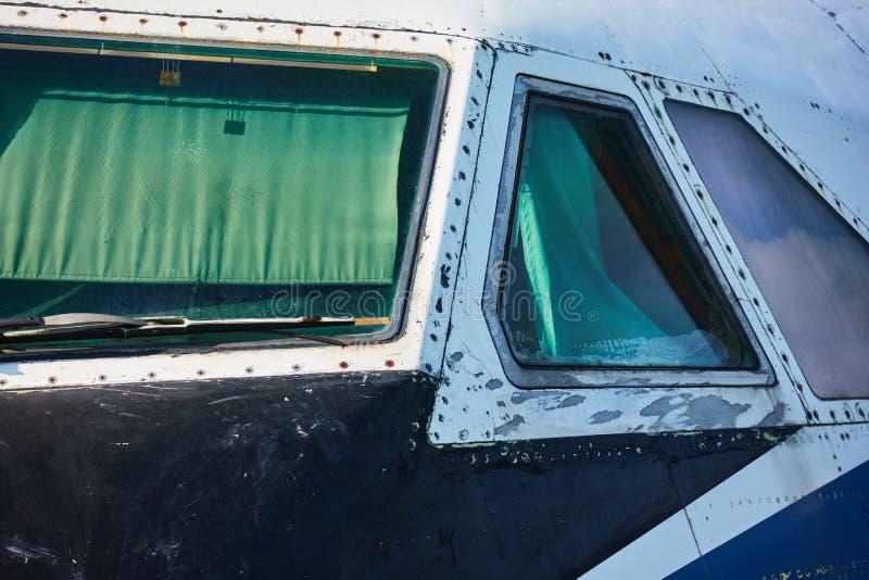 O cockpit de um avião de passageiros fechado fotos de stock royalty free
