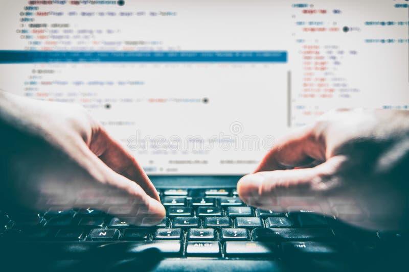 O codificador do cálculo do programa do código da codificação desenvolve o desenvolvimento do colaborador fotos de stock