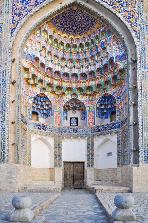 O cofre-forte do Abdulaziz-Khan Madrasah é ficado situado na parte histórica de Bukhara foto de stock