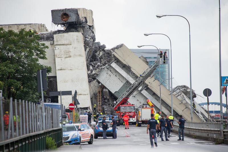 O colapso da ponte de suspensão Morandi Ponte Morandi fotos de stock royalty free