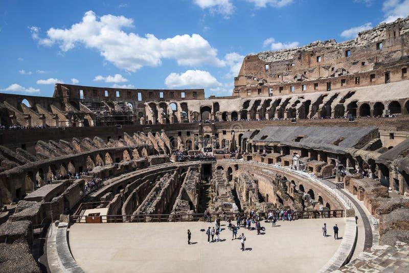 O Colosseum é a imagem a mais icónica de Roma e amado por milhões de visitantes à cidade eterno de Roma Itália foto de stock royalty free