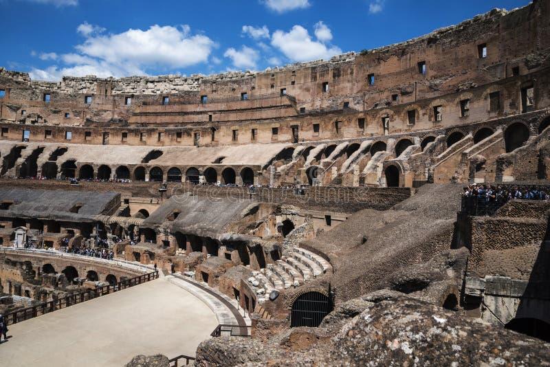 O Colosseum é a imagem a mais icónica de Roma e amado por milhões de visitantes à cidade eterno de Roma Itália imagem de stock