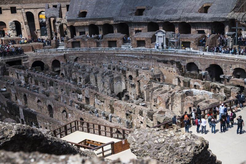 O Colosseum é a imagem a mais icónica de Roma e amado por milhões de visitantes à cidade eterno de Roma Itália foto de stock