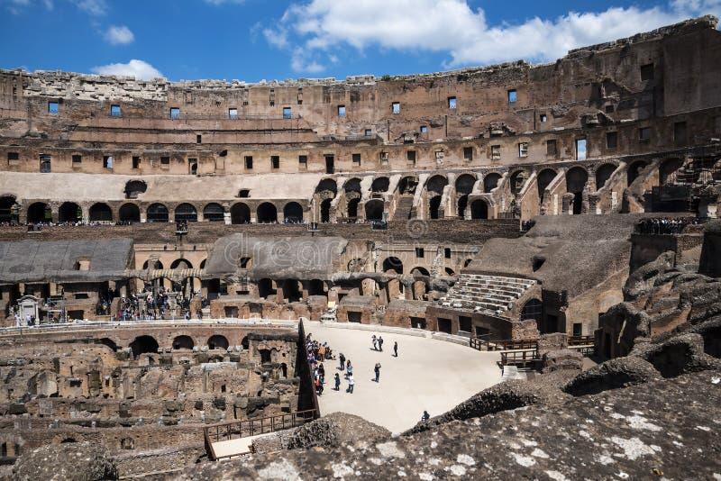 O Colosseum é a imagem a mais icónica de Roma e amado por milhões de visitantes à cidade eterno de Roma Itália imagens de stock