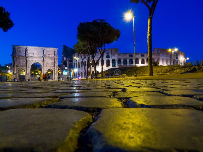 O Colosseum em a noite imagem de stock royalty free