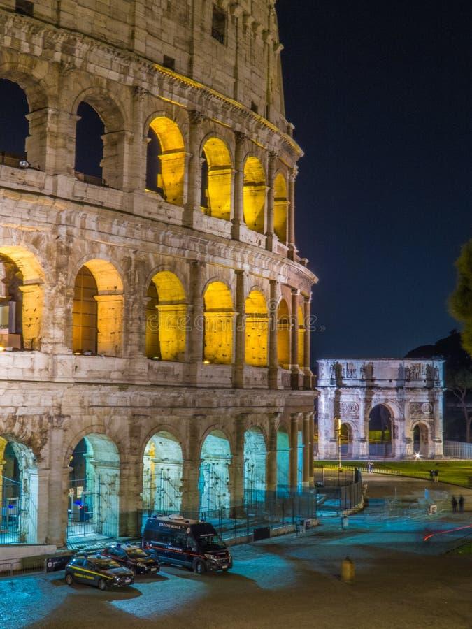O Colosseum em a noite fotografia de stock