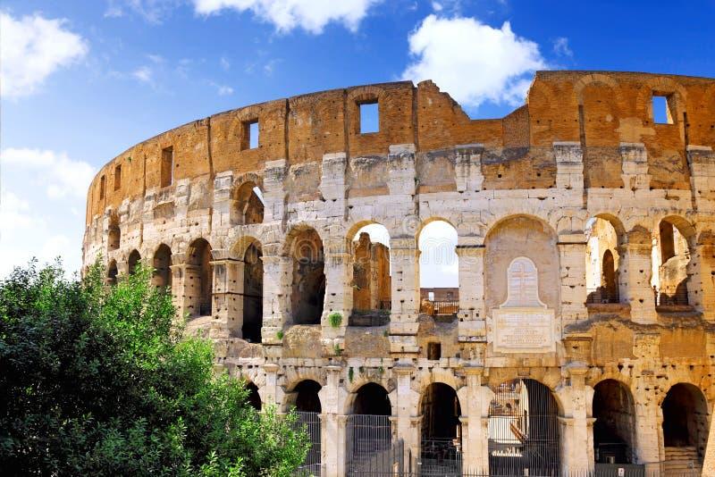 O Colosseum, o marco mundialmente famoso em Roma. foto de stock royalty free