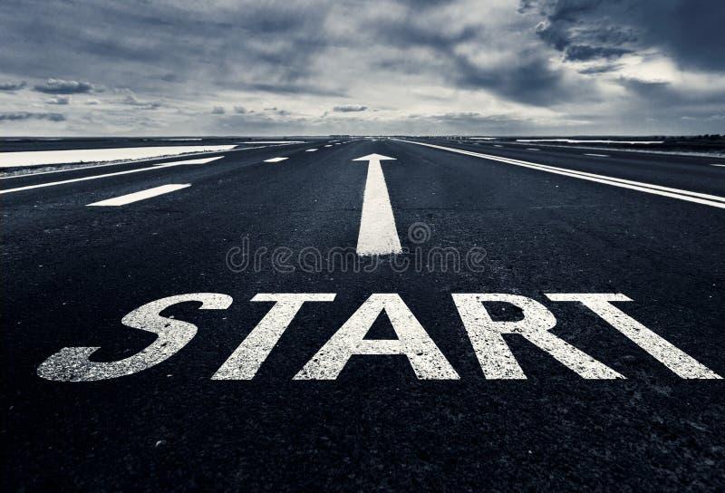O começo do trajeto é o começo imagem de stock