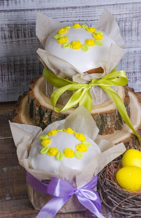 O comedor endurece com decoração do ovo fotos de stock