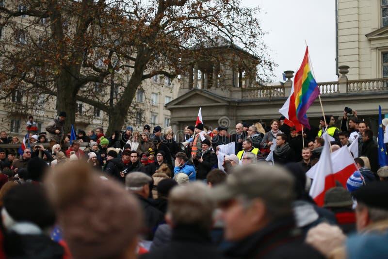 O comitê do protesto a defesa da democracia (KOD), Poznan, Polônia imagens de stock