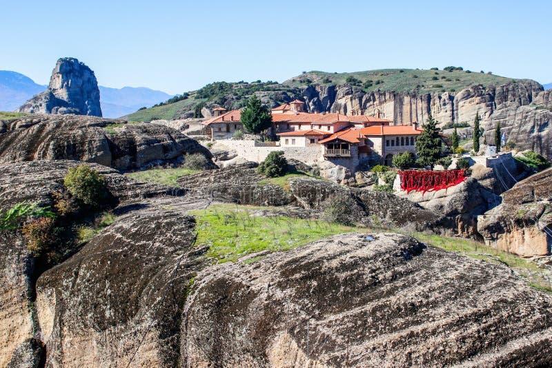 O complexo rochoso de Christian Orthodox do templo de Meteora é uma das atrações principais do norte de Grécia fotos de stock