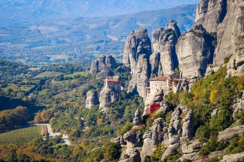 O complexo rochoso de Christian Orthodox do templo de Meteora é uma das atrações principais do norte de Grécia foto de stock
