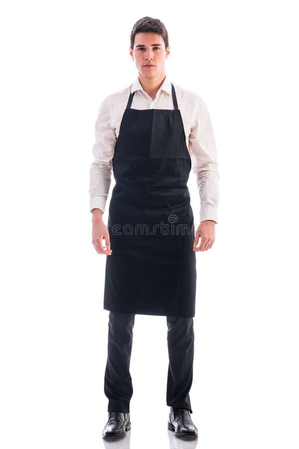 O comprimento completo disparou do levantamento novo do cozinheiro chefe ou do garçom fotos de stock royalty free
