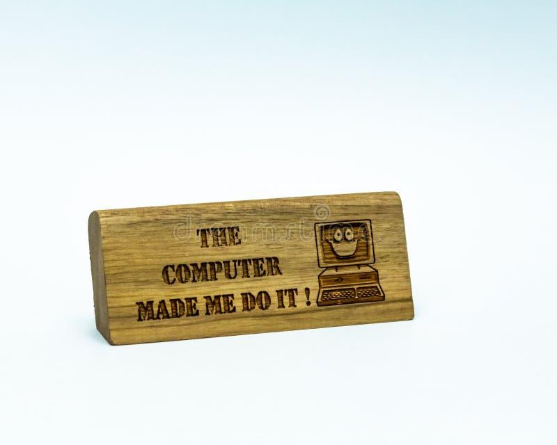 O computador fez-me faz?-lo peso de papel comemorativo foto de stock