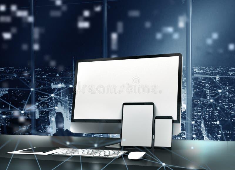 O computador, a tabuleta e o smartpone conectaram ao Internet Conceito do Internet fotografia de stock
