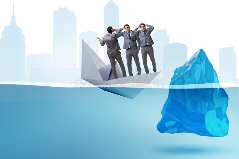 O conceito da crise econômica com o homem de negócios no barco de papel de naufrágio ilustração stock