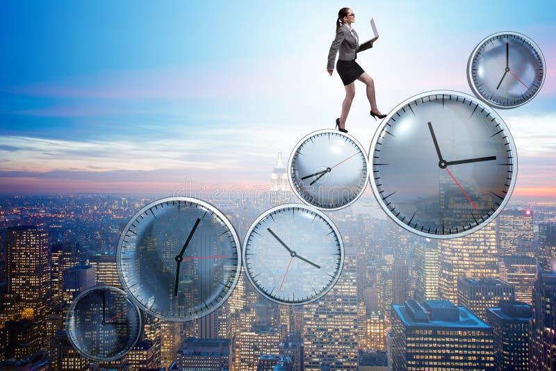 O conceito da gestão da mulher de negócios a tempo imagens de stock