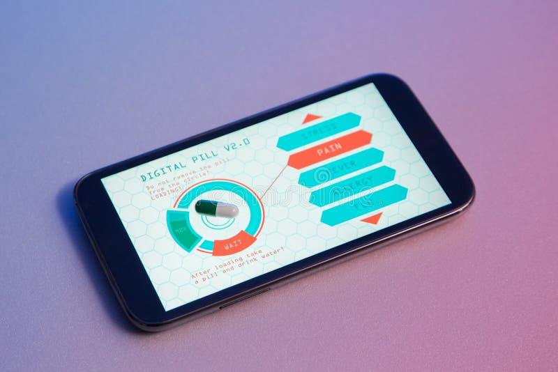 O conceito da medicina futurista, pôs o comprimido vazio sobre o dispositivo e obteve-o imagem de stock royalty free