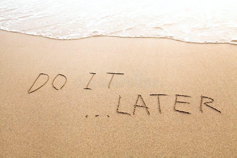 O conceito da procrastinação ou da preguiça, fá-lo mais tarde imagem de stock royalty free