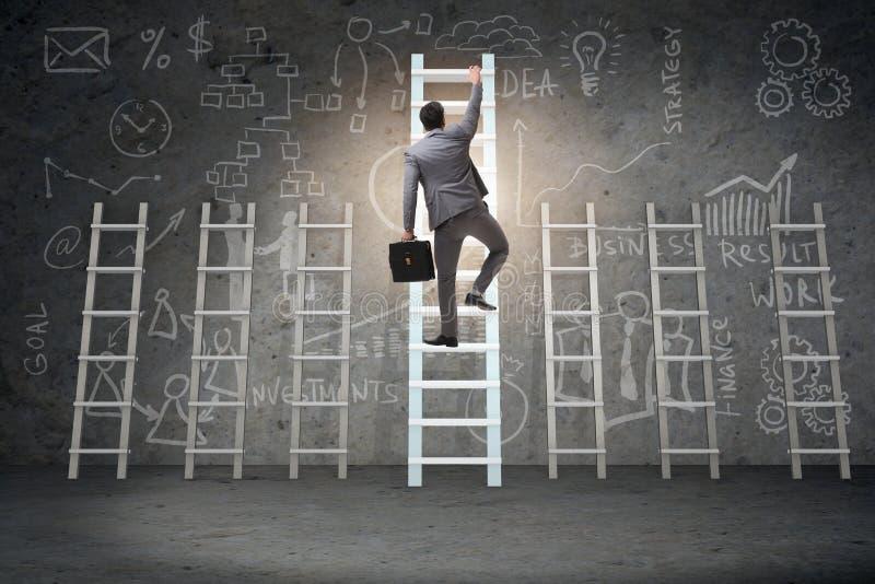 O conceito da progressão da carreira com várias escadas foto de stock