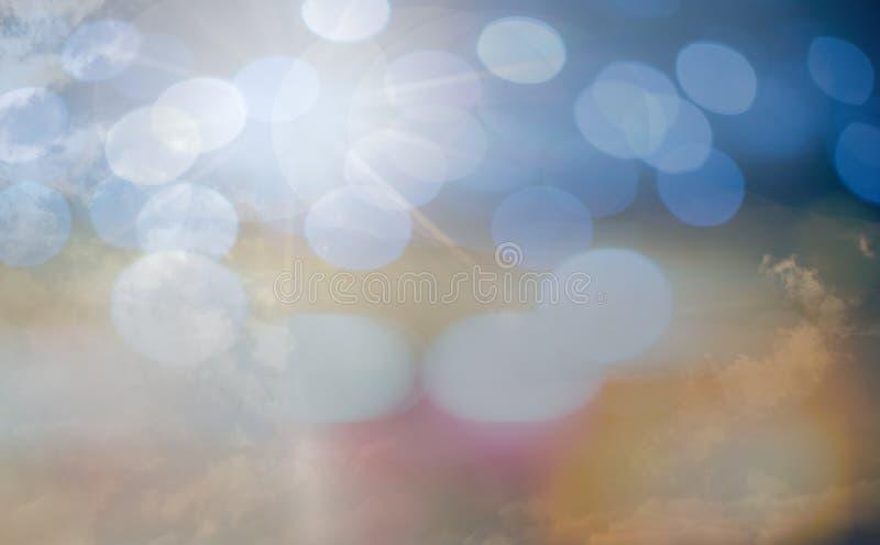 O conceito de adoração do deus, pessoa abre as mãos vazias com palmas acima imagens de stock
