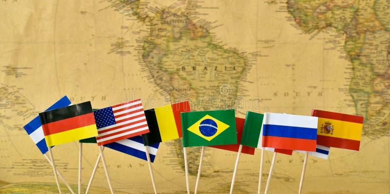 O conceito 2016 de Rio de janeiro dos Jogos Olímpicos embandeira o bacground do mapa imagem de stock