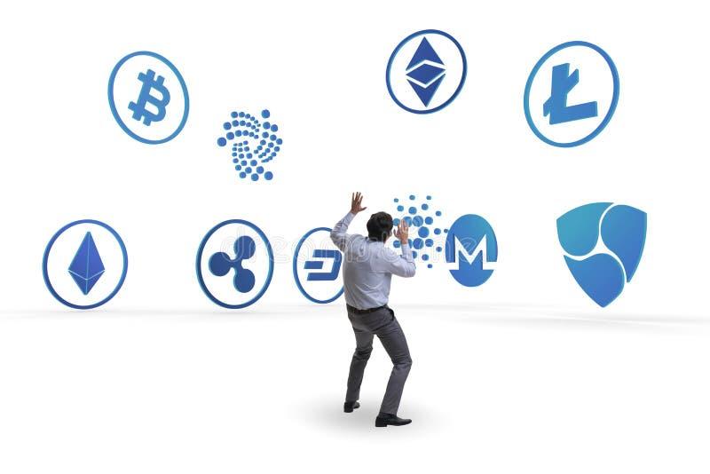 O conceito de vários cryptocurrencies e homem de negócios foto de stock