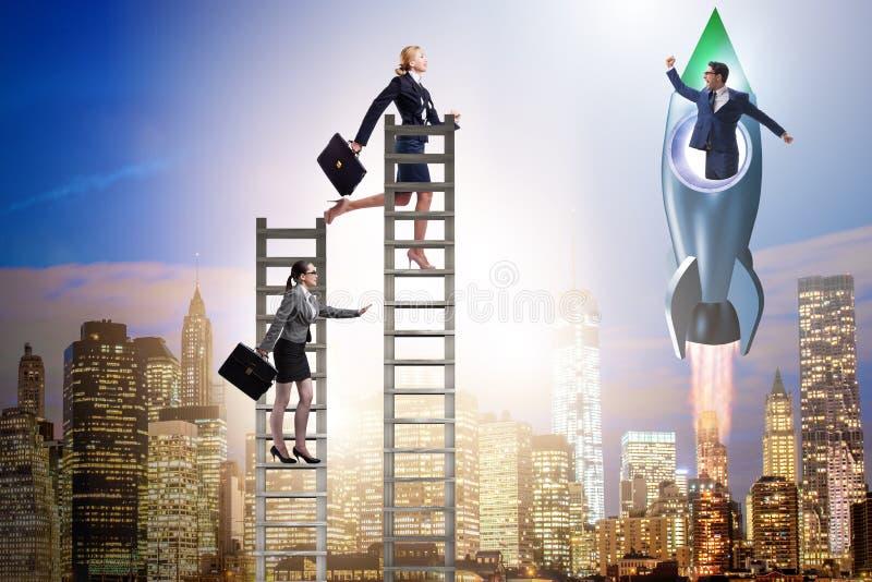 O conceito desigual das oportunidades da carreira para homens e mulheres foto de stock royalty free