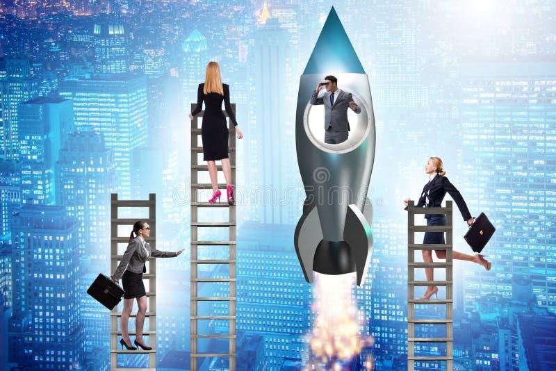 O conceito desigual das oportunidades da carreira para homens e mulheres imagens de stock