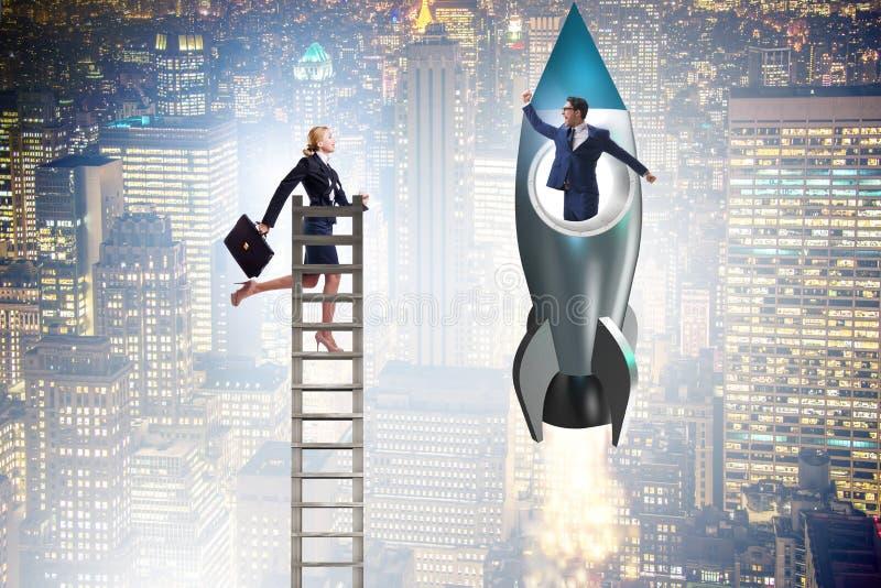 O conceito desigual das oportunidades da carreira para homens e mulheres fotos de stock
