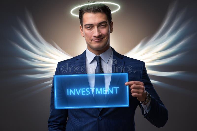 O conceito do acionista do anjo com o homem de negócios com asas foto de stock royalty free