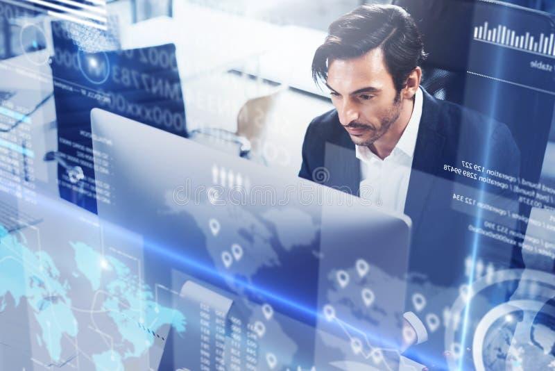 O conceito do diagrama digital, gráfico conecta, exposição virtual, tela das conexões, ícone em linha Profissional do homem novo foto de stock