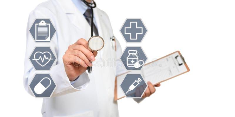 O conceito do doutor que tem um exame médico fotografia de stock royalty free