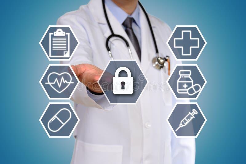 O conceito do doutor que tem um exame médico foto de stock