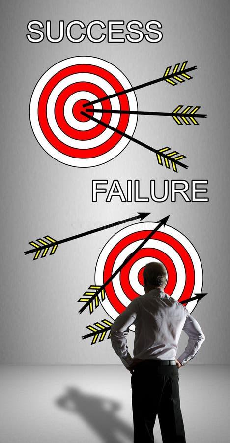 O conceito do sucesso e da falha olhou por um homem de negócios fotografia de stock royalty free
