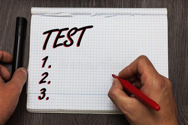 O conceito do teste da escrita do texto da escrita que significa o procedimento sistemático acadêmico avalia o papel de gráfico t foto de stock