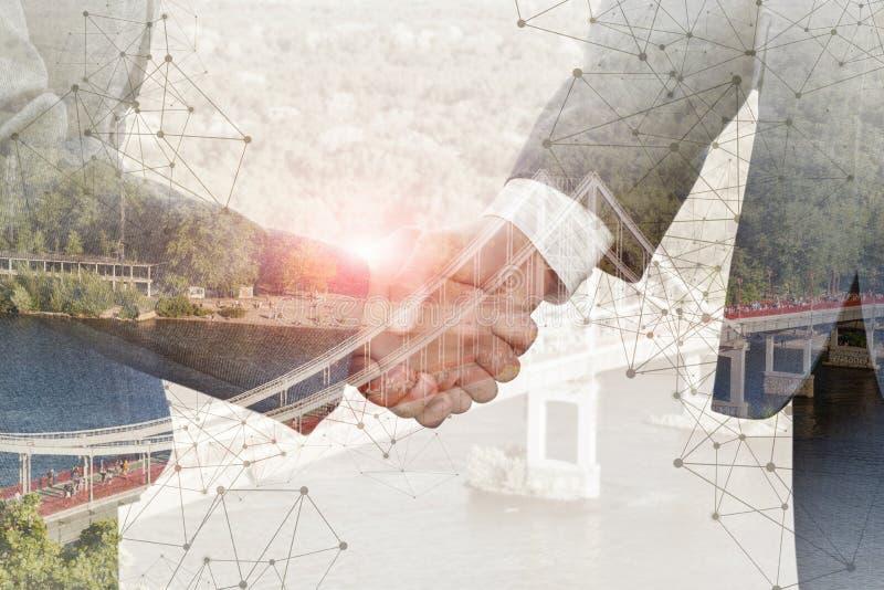 O conceito dos acordos alcançados no negócio imagens de stock