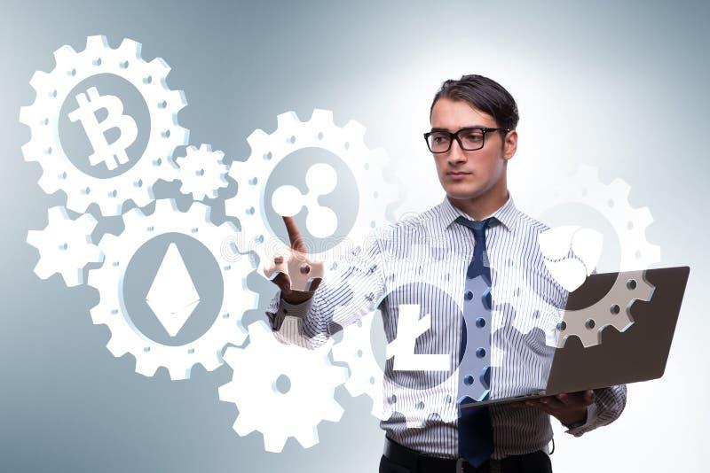 O conceito dos cryptocurrencies com o homem que pressiona botões ilustração do vetor