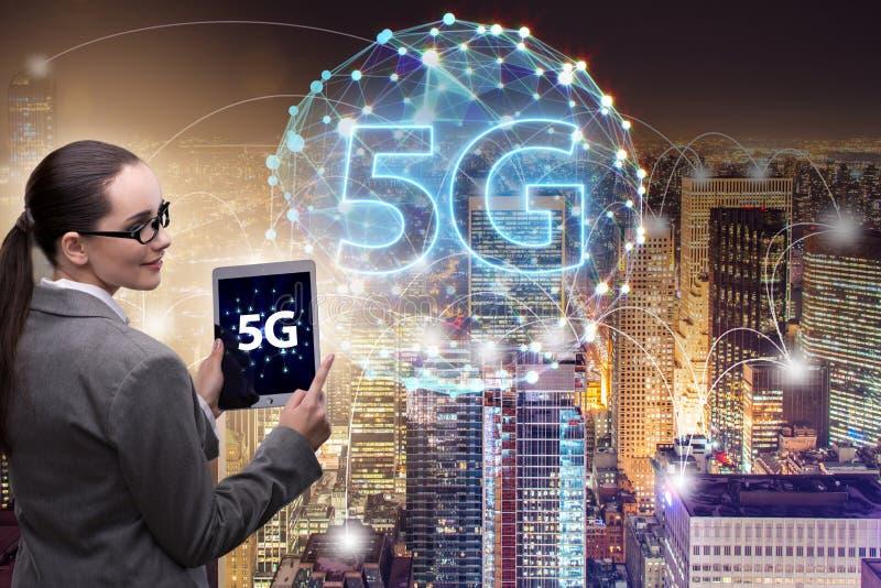 O conceito 5g da tecnologia da conex?o a Internet foto de stock
