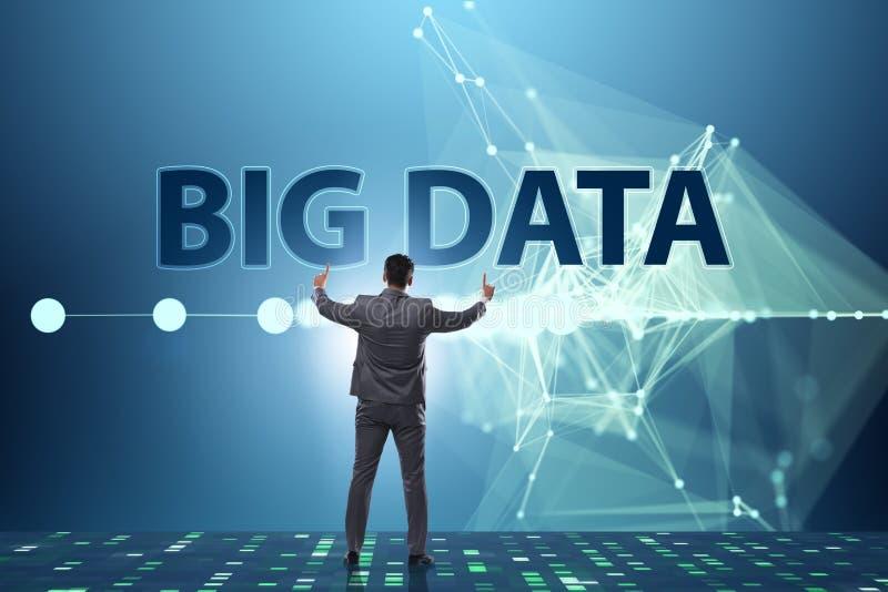 O conceito grande dos dados com o analista da mineração de dados imagens de stock royalty free